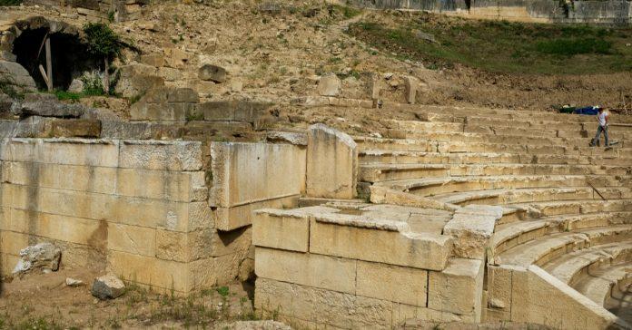 konuralp antik kenti tiyatrosu