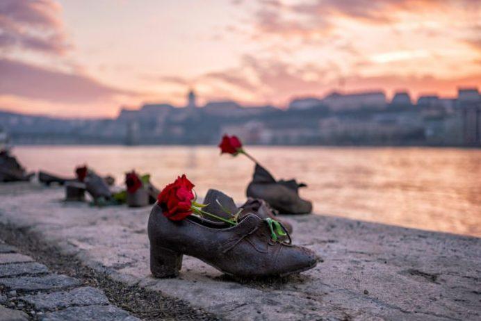 Gallert Hill Tuna Kıyılarındaki Ayakkabılar