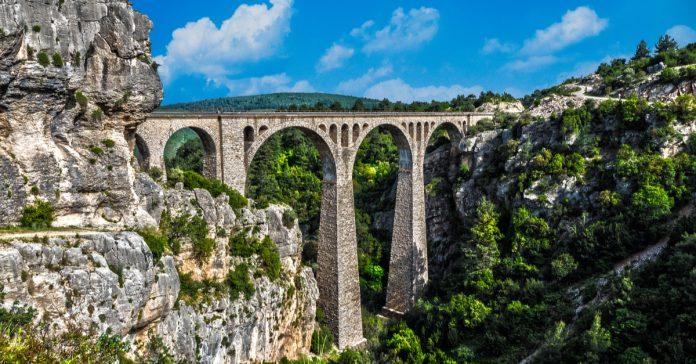 Varda Köprüsü