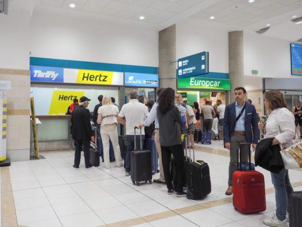 Bari Havaalanı Araç Kiralama