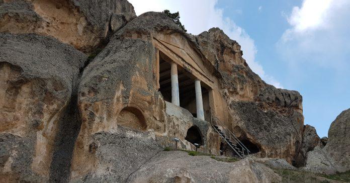 Gerdekkaya Mezar Anıtı