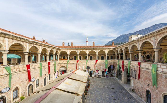 Yeni Han, Manisa