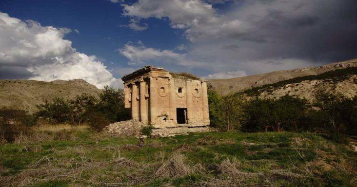 ozan anıtı
