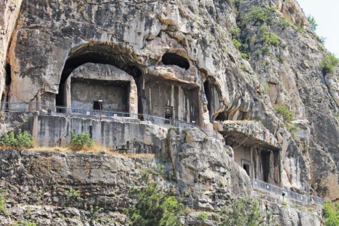 Pontus Kralları Kaya Mezarları