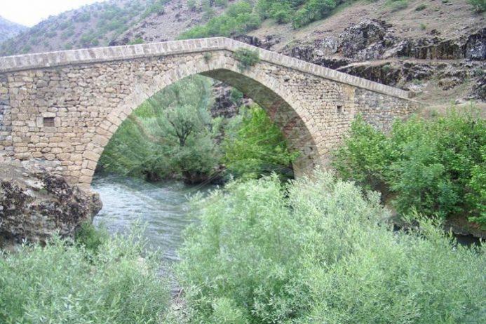 Taş Köprü, Şemdinli
