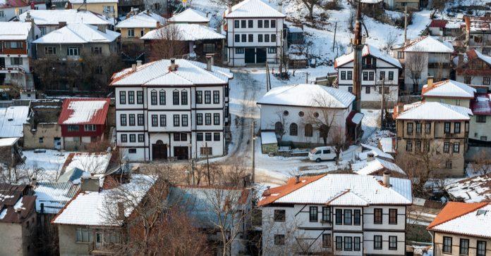 tarihi mudurnu evleri