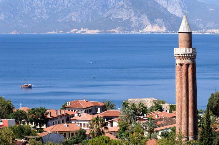 Yivli Minare, Antalya