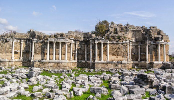 Anıtsal Çeşme (Nymphaeum)