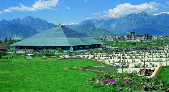 Cam Piramit Fuar ve Kongre Merkezi
