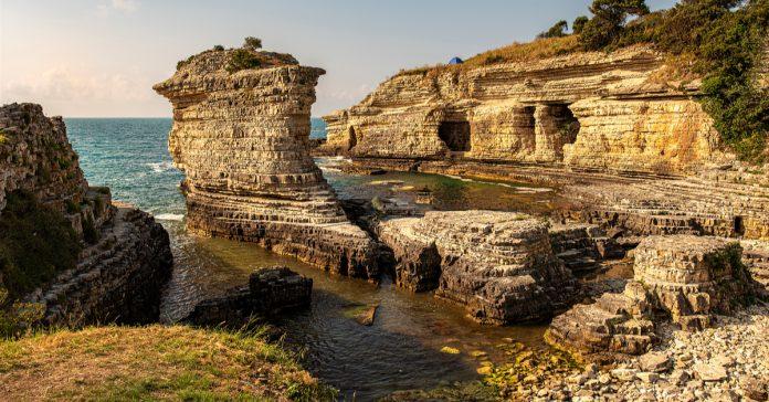 kerpe kartal kayaları
