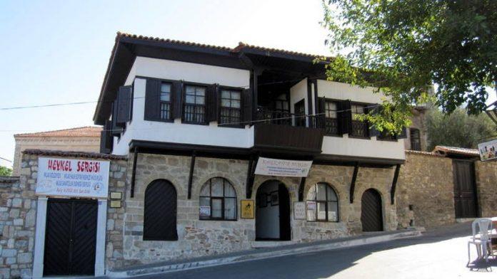 Turhan Selçuk Karikatürlü Ev