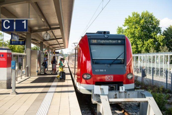 Hannover Havalimanı S-Bahn Treni
