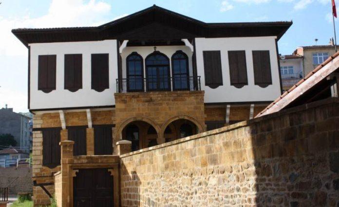 Karslıoğlu Konağı (Arkeoloji Müzesi)