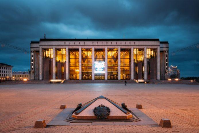 Oktyabrskaya Meydanı