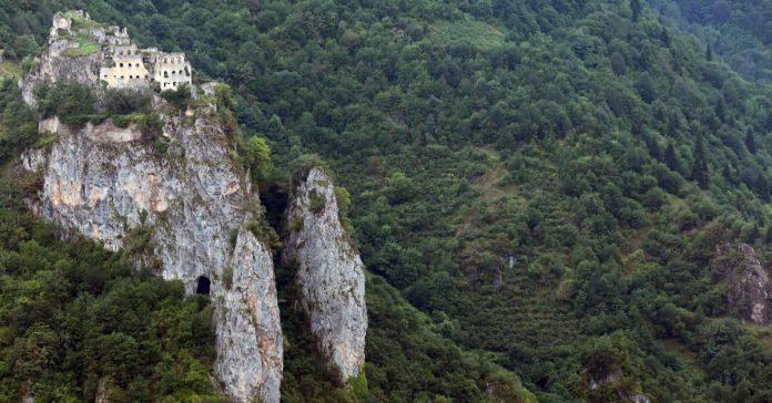 Peristera Manastırı