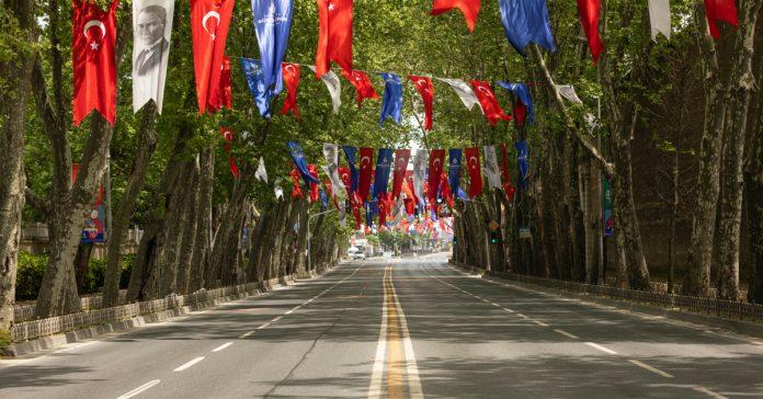Dolmabahçe Sarayı Caddesi
