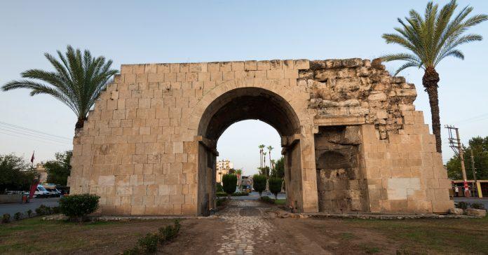Kleopatra Kapısı