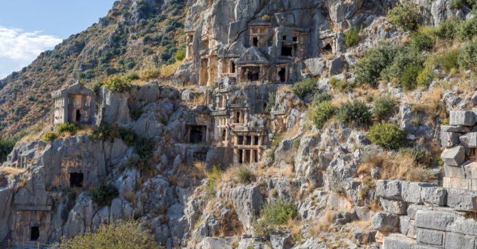 Myra Antik Kenti ve Kaya Mezarları