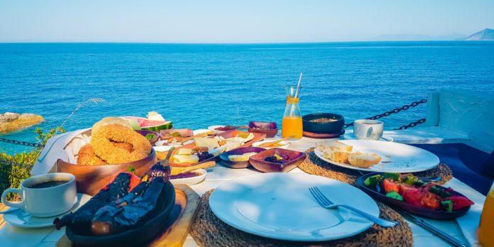 deniz manzaralı serpme kahvaltı