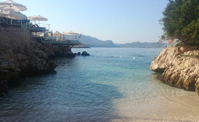 Küçük Çakıl Plajı