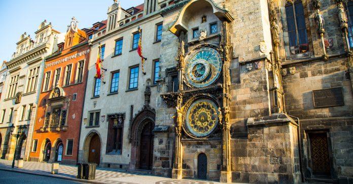 eski belediye binası ve astronomik saat