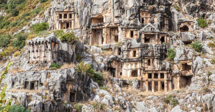 likya kaya mezarları