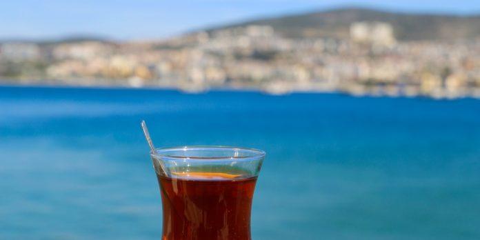 kuşadası manzarası ve çay