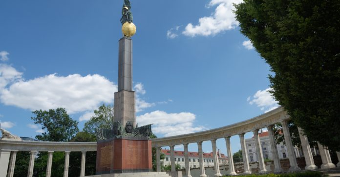 sovyet savaş anıtı