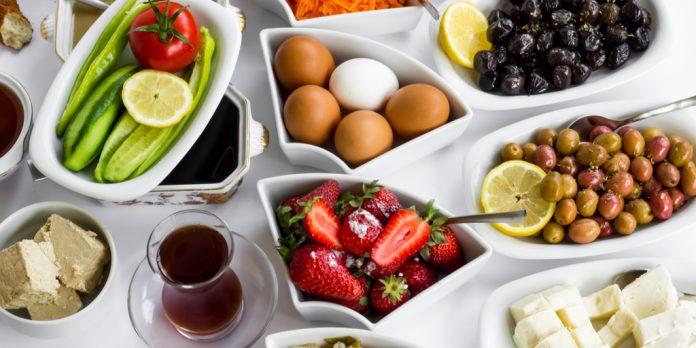 geleneksel türk serpme kahvaltısı