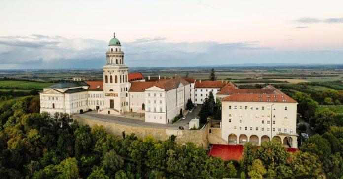 pannonhalma manastırı