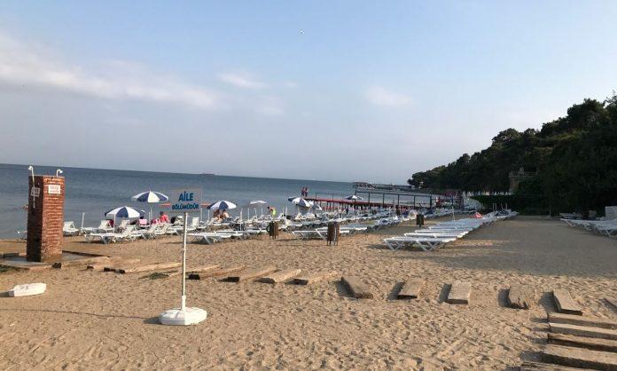 Aya Nikola Plajı