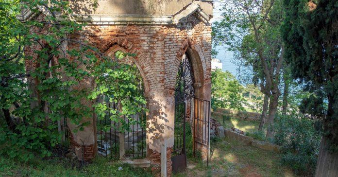 süslü mezar